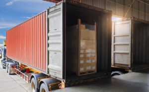 6 Cargo Loading & Unloading Safety Tips for Truck Drivers